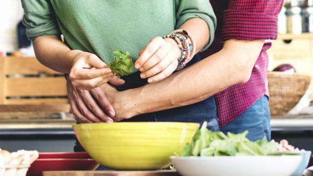 Вчені вважають, що середземноморський дієтичний патерн покращує здоров'я судин і витривалість. Своєю чергою, це сприяє підтримці чоловічого здоров'я.