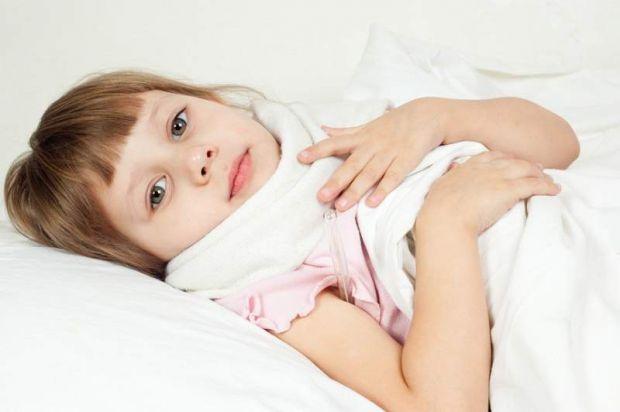 Якщо ваша дитина часто хворіє на ангіни, то потрібно приділити цьому увагу і звернутися до лікаря.