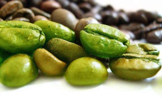 Сирі, необсмажені кавові зерна - ось вона, славнозвісна, розрекламована кава для схуднення. Але наскільки даний спосіб корисний для здоров'я?