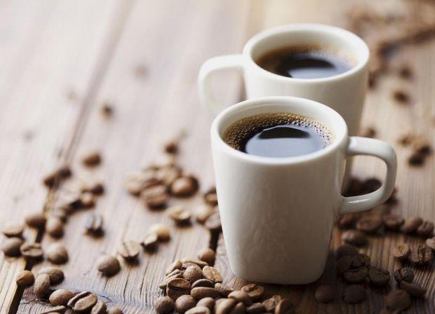 Багато хто починає свій ранок з чашки кави, сподіваючись скоротити об'єм споживаних калорій, а також вважаючи, що кава прискорює обмін речовин. До тог