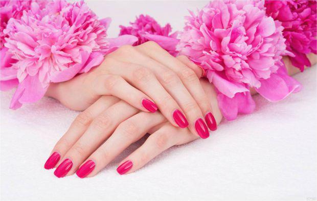 Лікування нігтів починається з прийому комплексних препаратів, які містять вітаміни і мінерали. Асортимент таких засобів в аптеках широкий. Вибирайте