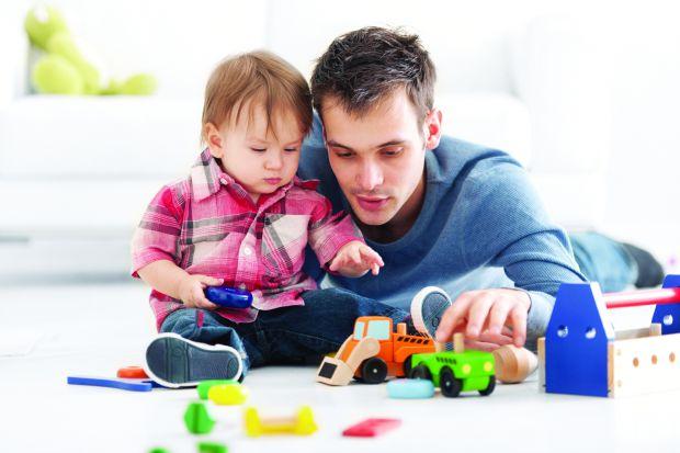 Традиційно, в декрет ідуть мами. Але в наш час не рідко трапляється так, що в декретну відпустку йде не новоспечена матуся, а її чоловік, або ж мама ч