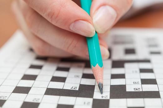 Вчені дослідили, що розгадування кросвордів і головоломок корисні для мозку.