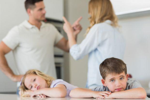 Вчені заявили, що батьки повинні сперечатися на очах у дітей.