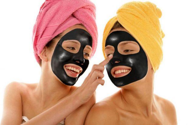 Вугільна маска - це ефективний засіб для очищення шкіри, маска з вугільним фільтром позбавляє від забруднень не тільки поверхню, але і глибокі шари.