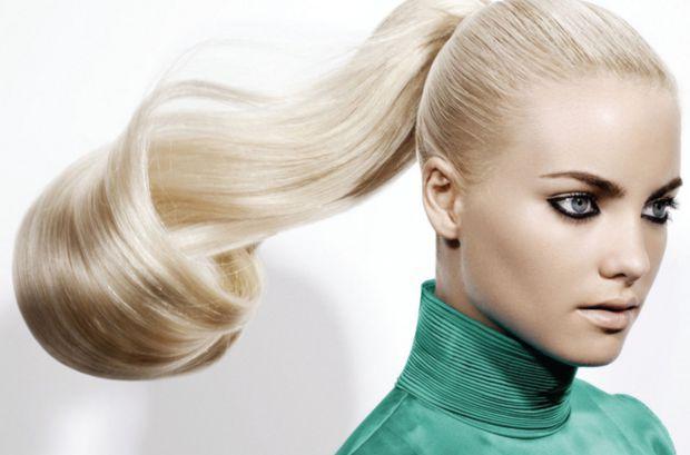 Як відбілити волосся без фарби - читайте далі.