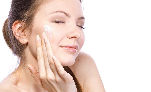 Виявляється, перші ознаки старіння шкіри з'являються у жінок аж в 35 років. Що стосується ступеню вираженості, він залежить як від генетичних факторів