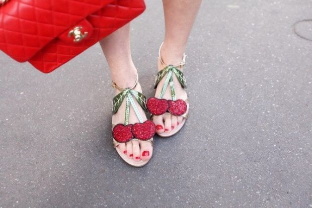 Кожна модниця погодиться, що взуття для неї - спосіб самовиразитися.Жодна інша деталь гардеробу не зможе надати жінці впевненості, елегантності та шар