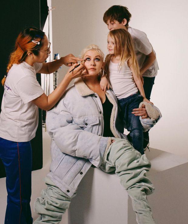 Популярна співачка Крістіна Агілера позувала зі сином і донькою для журналу
