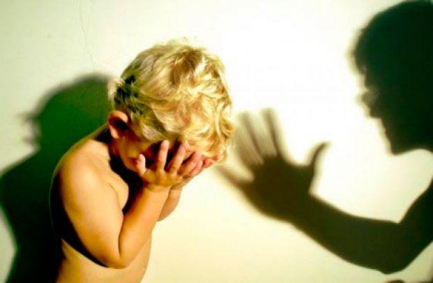 Академіки Мюнстерського університету розповіли, що жорстоке поводження з дітьми змінює структуру їх головного мозку та призводить до сильної депресії.