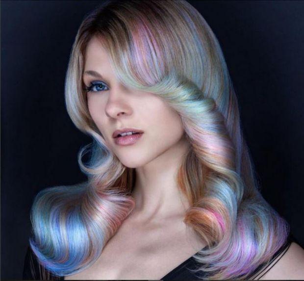 Бьютіголіки усього світу фарбують волосся в усі кольори веселки вже не перший рік і ніжно обожнюють подібні експерименти з волоссям, називаючи їх то #