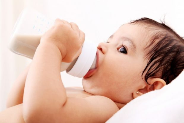 Всі немовлятка зригують, коли переїдають маминого молочка, однак у деяких випадках відрижка може бути ознакою небезпечної хвороби. Повідомляє сайт Наш