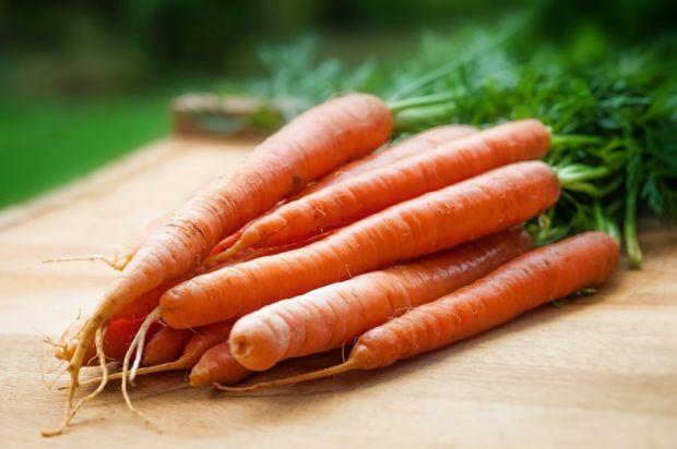 У зеленому чаї і звичайній моркві, як виявилося, містяться сполуки, здатні зупинити розвиток хвороби Альцгеймера. Цим з'єднанням було під силу віднови
