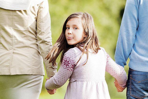 Дітям маловідоме поняття відповідальності, особливо в ранньому віці. Але як тільки чадо починає розуміти причинно-наслідковий процес, йому варто поясн