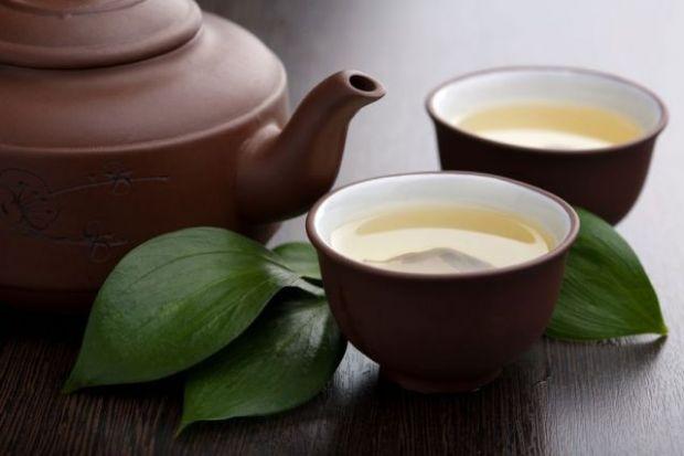 Маска для обличчяДля приготування цієї маски вам знадобиться столова ложка подрібненого зеленого чаю, пів столової ложки какао, чайна ложка рідкого ме