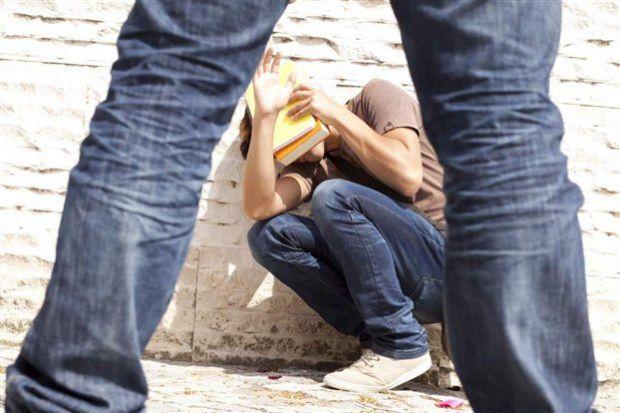 Сьогодні все частіше говорять про дитяче насильство, коли однолітки знущаються один над одним. Як бути батькам у такій ситуації?