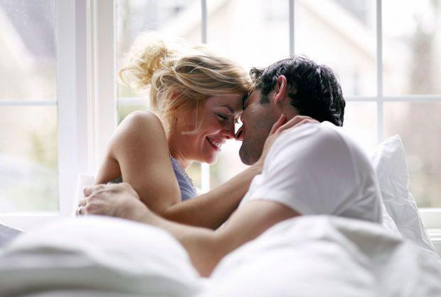 8 причин, через які чоловіки можуть хвилюватися під час сексу.