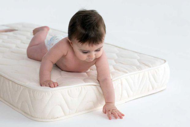 Детям нужно спокойно спать больше, чем кому-либо другому. Постоянно растут и развиваются как психически, так и физически, ночное время - это тот момен