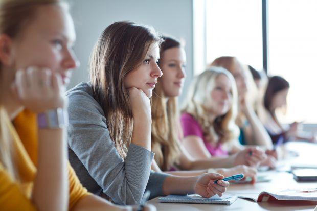 Багато школярів як вогню бояться визначитися з професією, інститутом та іспитами, тягнуть або вибирають навмання, тому що це чи не перший в їх житті с
