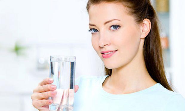 Існує міф, що вдень потрібно випивати не менше 8 склянок води.