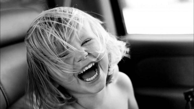 Здатність смішити і сміятися над жартами - аж ніяк не вроджена якість. ЇЇ варто розвивати своїми силами.