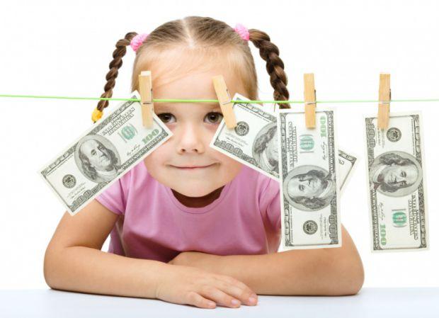 Відомі фахівці в галузі управління грошима і інвестування Р. Кіосакі та Б. Шефер вважають, що після 7 років вже пізно вчити дітей поводитися з грошима