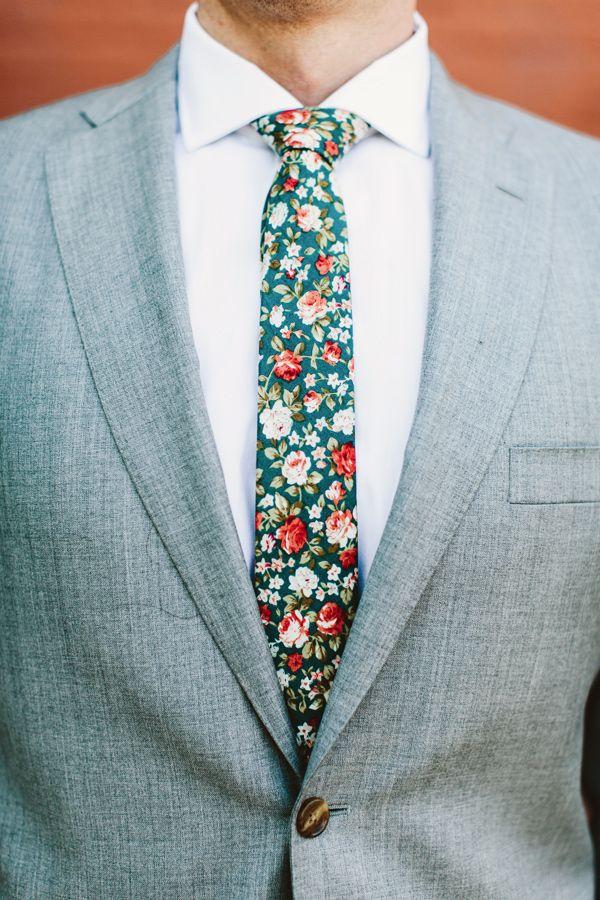 Носити краватку шкідливо, стверджують німецькі фахівці. Це негативно впливає на кровопостачання головного мозку, пише