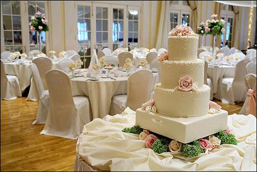 Весільний торт на весільній церемонії знаменитостей - це другий за важливістю