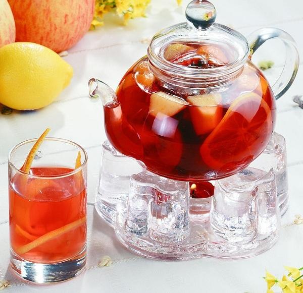 Дослідники з Лондона, впевнені, що фруктовий чай між прийомами їжі і дієтичні напої шкодять нашим зубам.