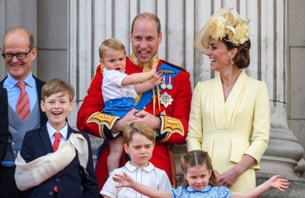 Діти герцогів Кембриджських аподують медперсоналу Британії (ВІДЕО)