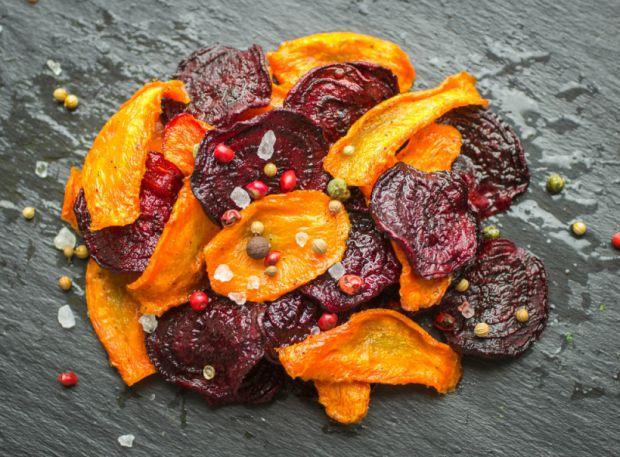 Овочеві чіпси - корисна альтернатива жирним і пересоленим картопляним чіпсам.
