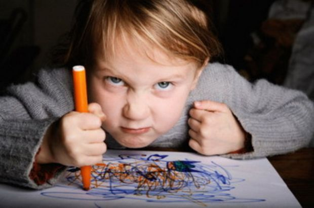 Більшість дітей не знають, як правильно висловити злість. Тому варто навчити дитину виражати свої негативні емоції у прийнятний спосіб, без шкоди для