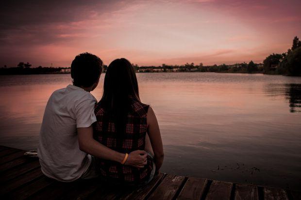 Психологи провели дослідження, щоб зрозуміти, які конкретно якості особистості допомагають людині залучати протилежну стать і зберігати довгі довірчі