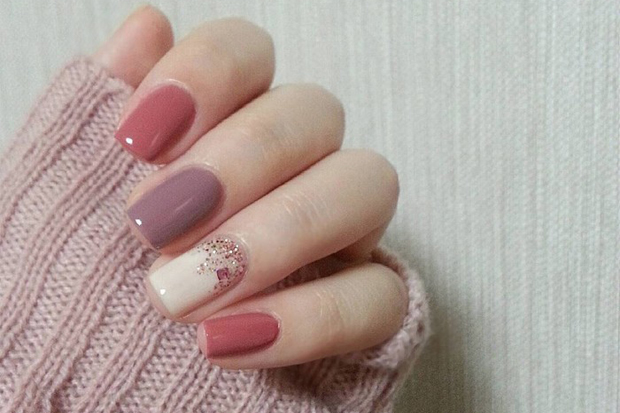 Шукаєте нові ідеї для манікюру та дизайну нігтів? Ми вибрали самі модні приклади на зиму 2016, які ви легко зможете повторити вдома.