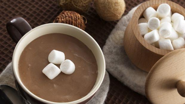 Чашка какао перед сном допоможе уникнути серйозних недуг.Какао - багате джерело поліфенолів, антиоксидантів, які запобігають нейродегенеративним захво