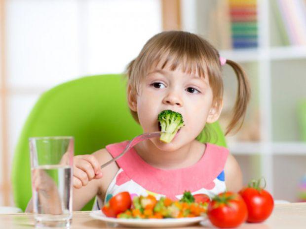 Академіки з Англії розповіли, чому дітям протипоказана вегетаріанська дієта.