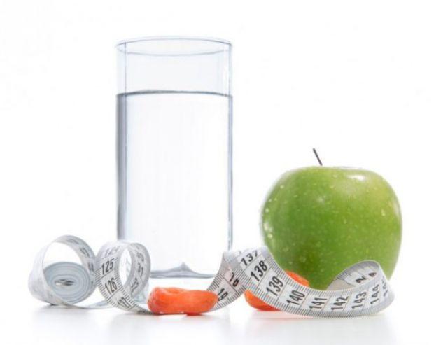 Для багатьох не секрет, що певна кількість води сприяє більш швидкому й ефективному схудненню.
