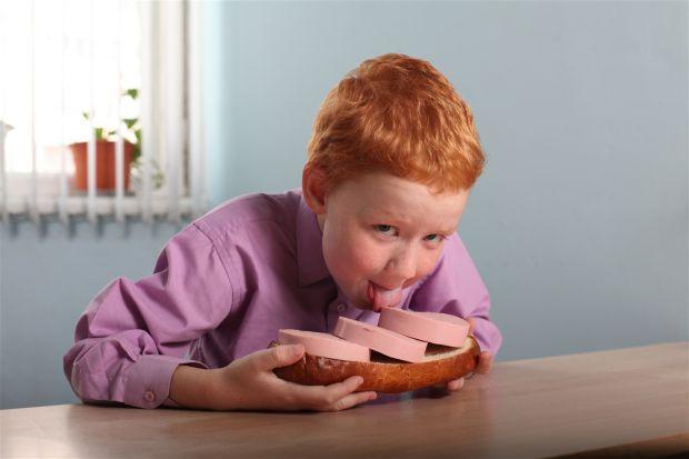 У Великобританії провели дослідження, в яких були перевірені певні харчові добавки (головним чином, барвники) на дітях у віці 3-х і 8-9-ти років. Пров