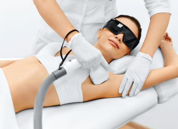 Лазерна епіляція рук – чудовий дарунок для усіх жінок, адже завдяки даній процедурі ми можемо позбутися мук та комплексів з приводу темного волосся на
