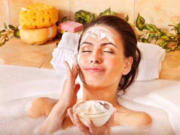 Багато хто помилково недооцінюють всю користь масок, яку вони можуть принести для шкіри.Якщо ви почали помічати, що ваша шкіра виглядає втомленою, обо