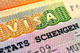 Твои друзья приехала из Европы, а ты до сих пор не имеешь визы?