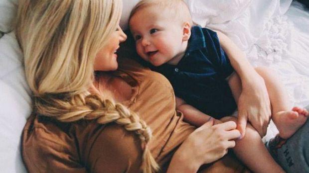 Актриса Сара Уокер одного разу сказала, що стати матір'ю – це немов би знайти в своєму будинку нову невідому досі кімнату. Мені завжди подобалося це п