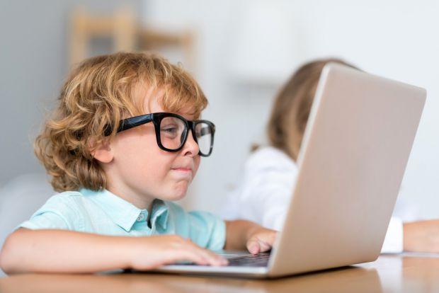 Як зрозуміти, що малюку пора до офтальмолога