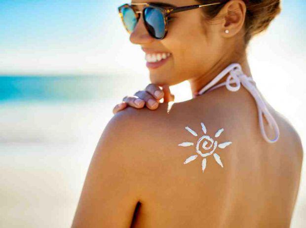 Щоб не нашкодити шкірі, варто застосовувати сонцезахисні засоби.