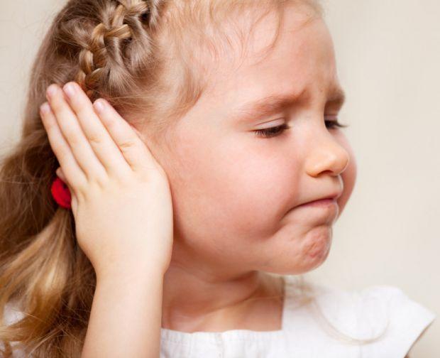 Кілька найпоширеніших причин болю у вухах повідомляє сайт Наша мама.