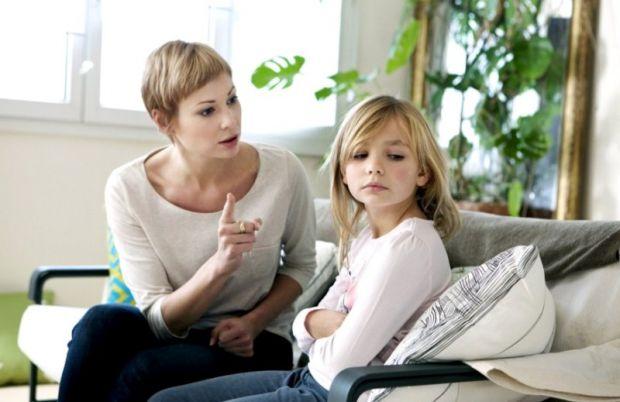 Психологи розповіли про декілька фраз, які можуть сильно обурювати і засмучувати дітей. Тому батькам краще уникати таких фраз, щоб зберегти теплі відн