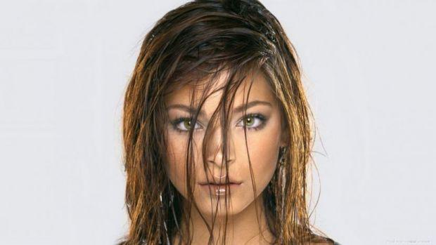 Фахівці розповіли, що жирне волосся може свідчити про збої в роботі системи шлунково-кишкового тракту.