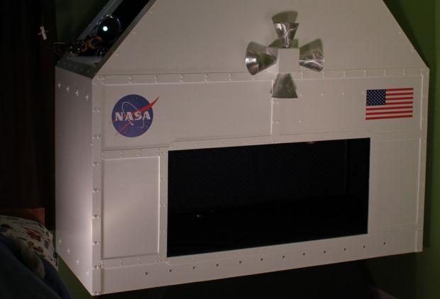 Дитяча мрія стала реальністю.Мабуть, всі хлопчаки в дитинстві мріяли стати космонавтами. Так, один сім'янин із США вирішив допомогти двом своїм синам