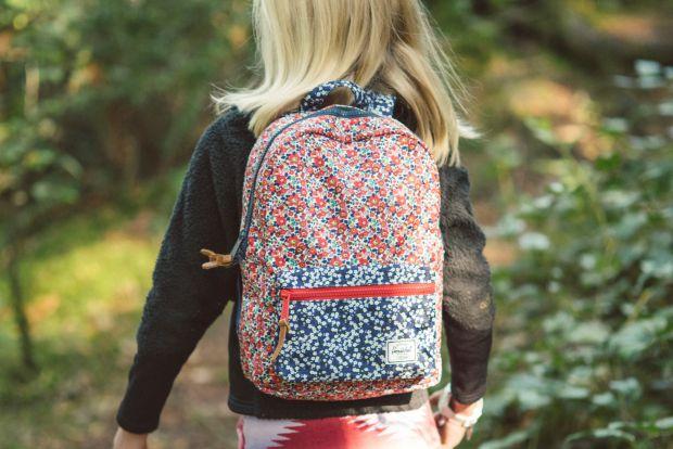Ви вирішили своїй дитині купити новий рюкзак в школу, але не влітку, а саме зараз. Тоді ми вам допоможемо у виборі.