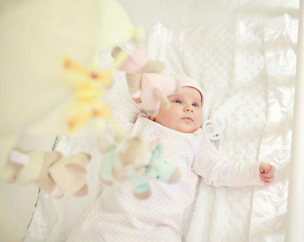 Як вкласти малюка спати?Іноді вкласти спати свого малюка стає місією для справжнього суперагента. Причин порушення дитячого сну може бути багато: фізи